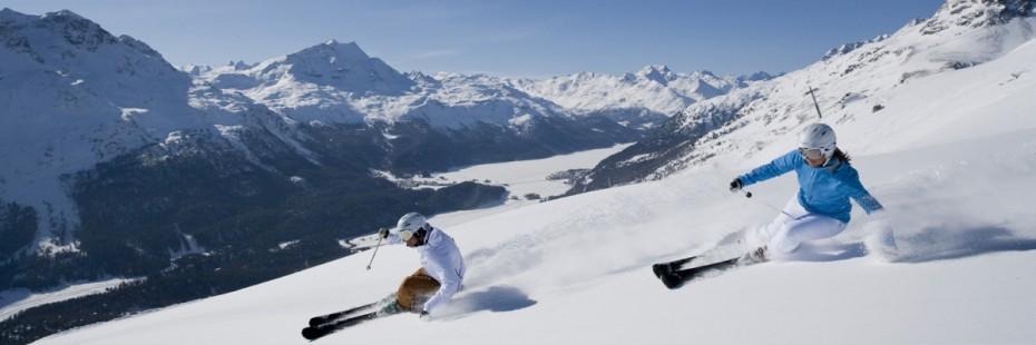ENGADIN ST. MORITZ: Skifahrer im Skigebiet Corviglia